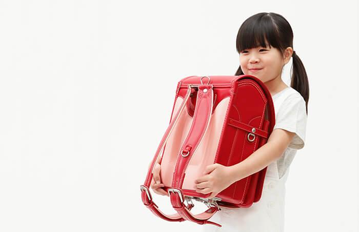 """ad9bb5fa5860 土屋鞄のランドセルは、飾り立てない""""素""""の形。その中で最もシンプルなデザインが、このベーシックカラーシリーズです。シンプルな昔ながらのランドセルだからこそ、  ..."""
